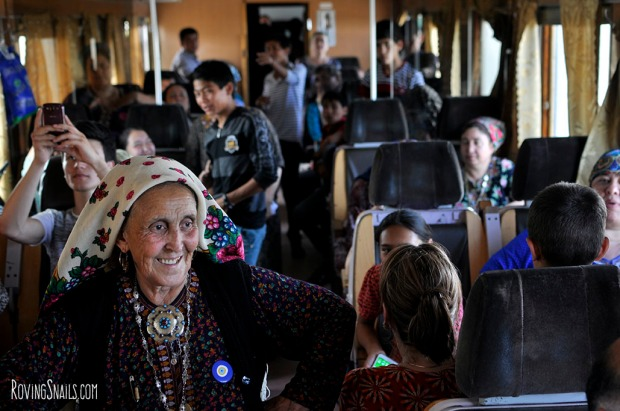 Turkmenistan train folk