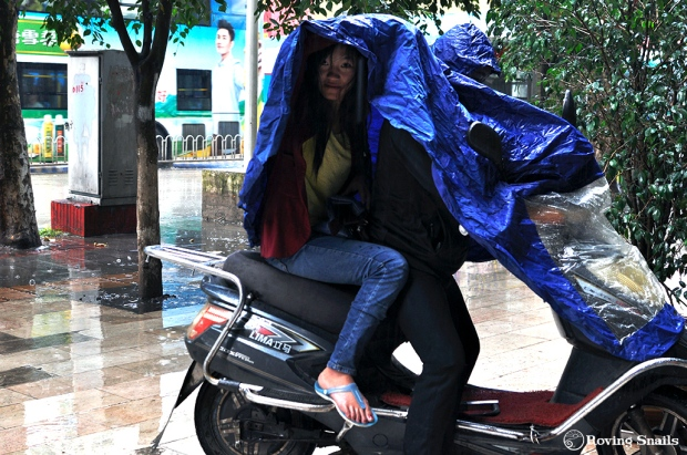 A curious Chinese double raincoat - special for scooters!